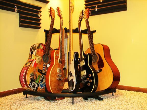 82_5 Guitars Stand
